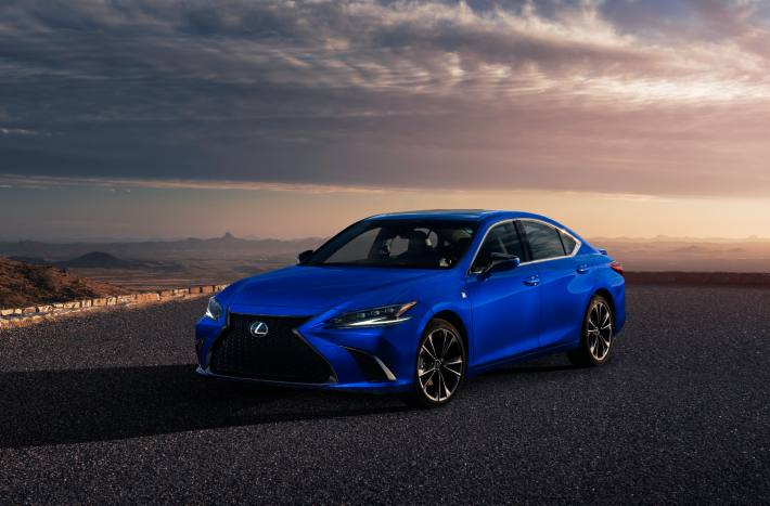 New Lexus ES Sedan Revealed With Improved Driving Dynamics